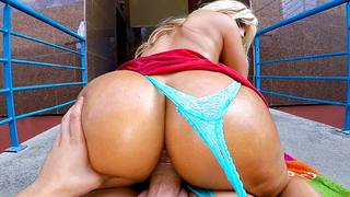 WELCOME BACK TO PUBLIC BANG MOTHAFUCKAAAS!!! Big booty Blondie Fesser returns to bring chaos to a small town here in Spain. We met Blondie at a busy intersection where she started showing off her body. She then paraded her booty down the block, catching e